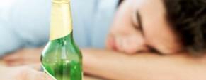 ¿Qué puedo hacer si mi hijo bebe alcohol?